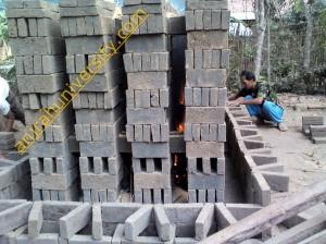Tahapan awal proses membuat batu bata secara tradisional gambar