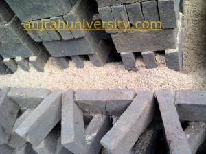 masukan kulit ari padi ke bagian tepian hingga menutup semua area pembakaran